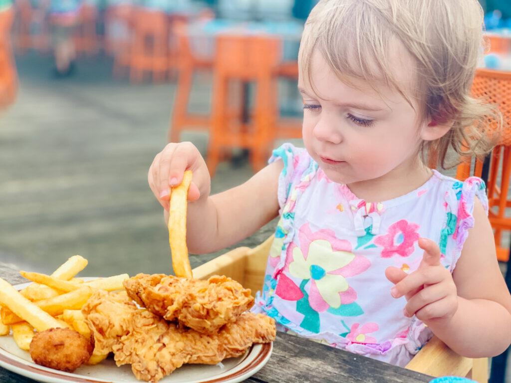 girl eating at hudson's hilton head